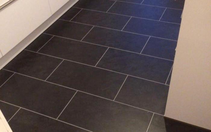PVC vloer tegeleffect met voegstrip